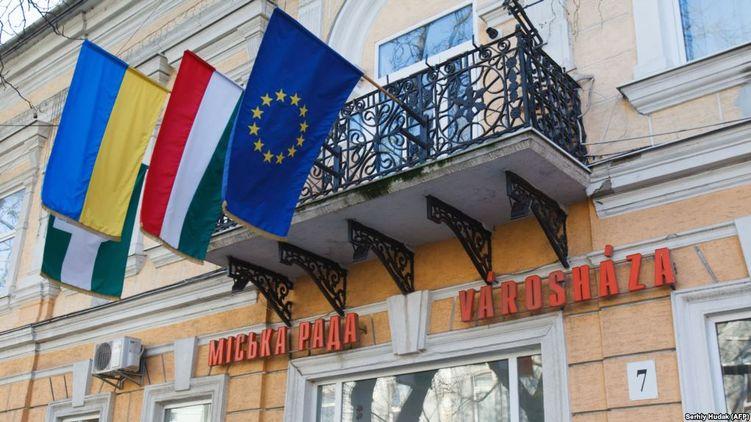 Венгрия начинает массовые проверки законности получения венгерских паспортов