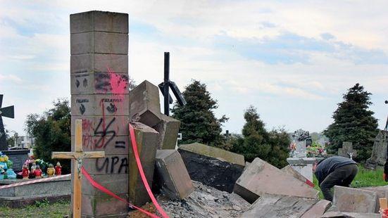Памятник в Грушовичах
