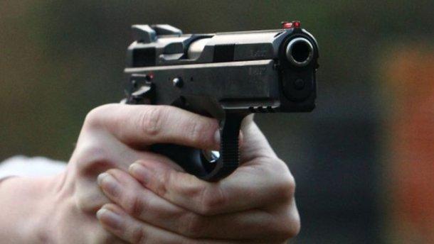 Полиция стреляет в поляка