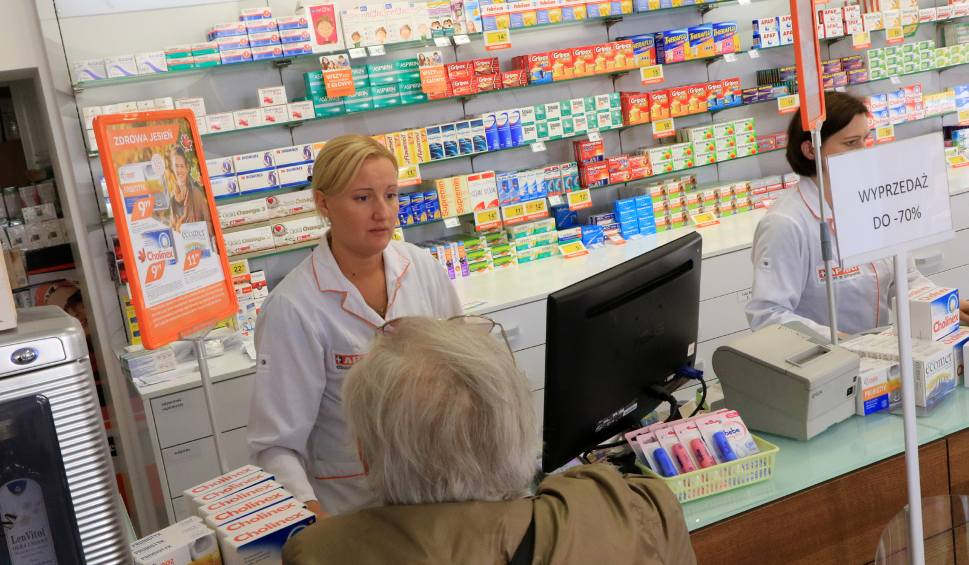 Украинцы покупают лекарства в Польше