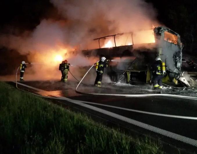 В Польше загорелся автобус с пассажирами