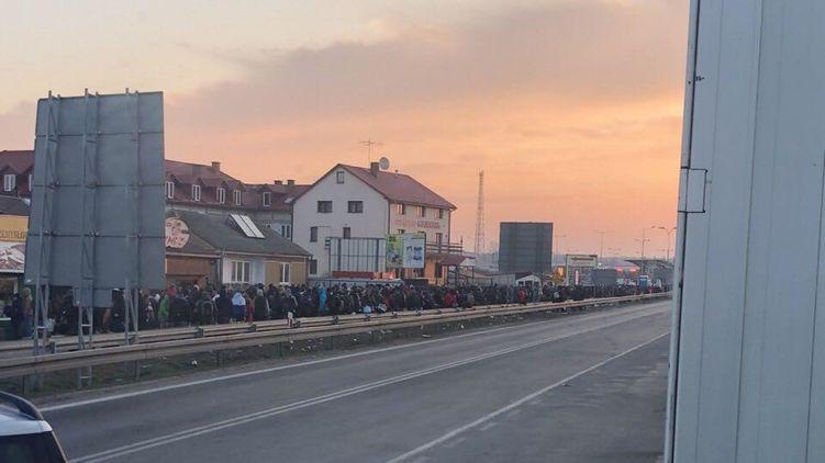 Очередь на границе Польша-Украина