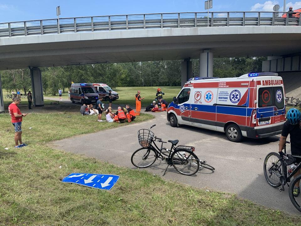 В Варшаве городской автобус упал с виадука, есть погибшие
