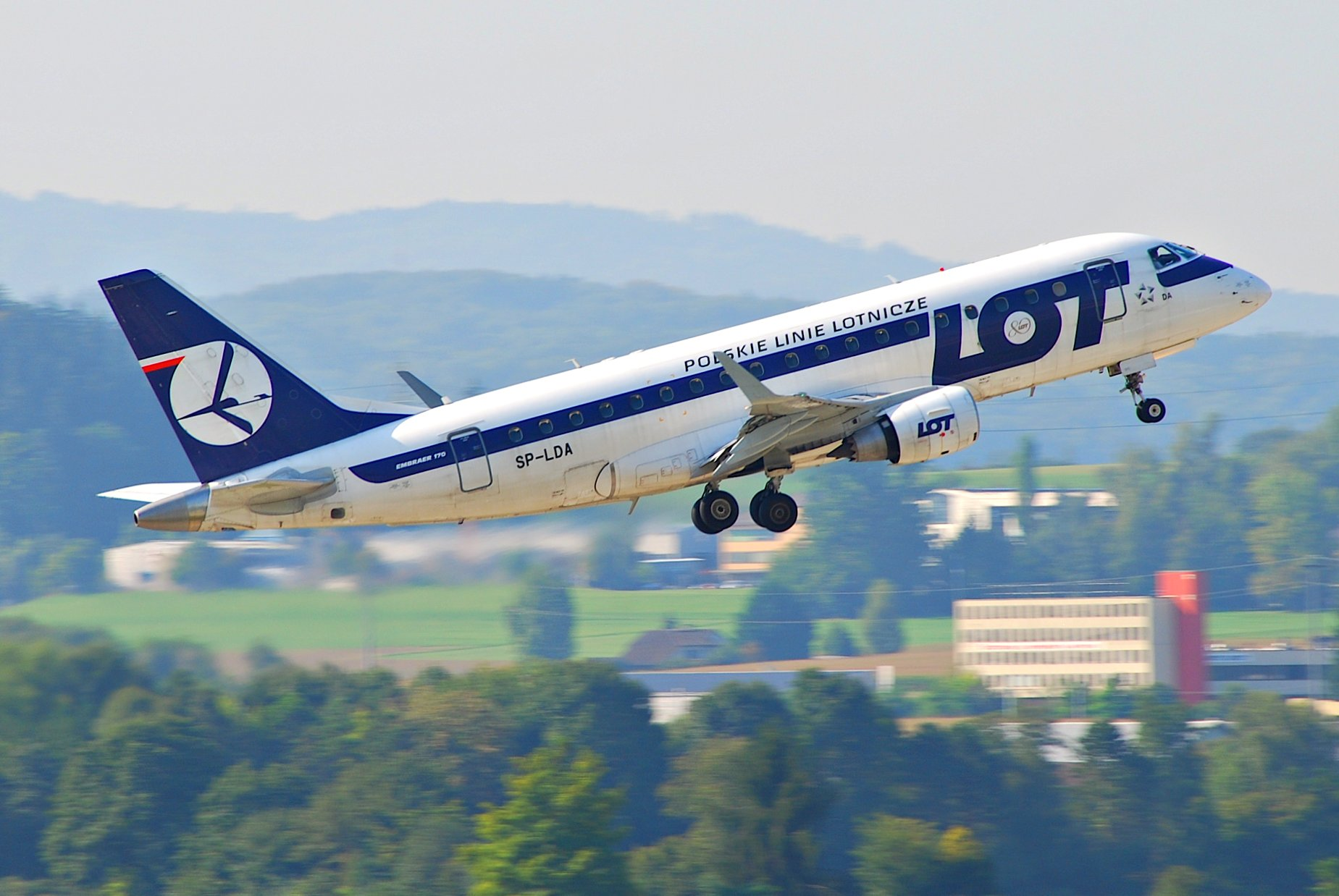 Польская авиакомпания LOT планирует возобновить полеты на Украину